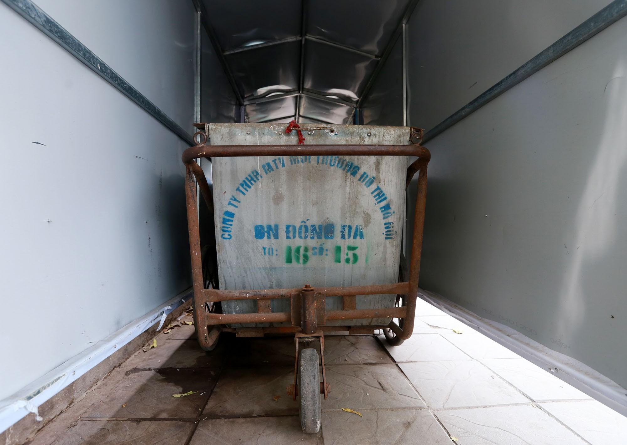 Hà Nội: Nhiều tuyến đường trang bị nhà ở di động cho xe đẩy rác - Ảnh 10.
