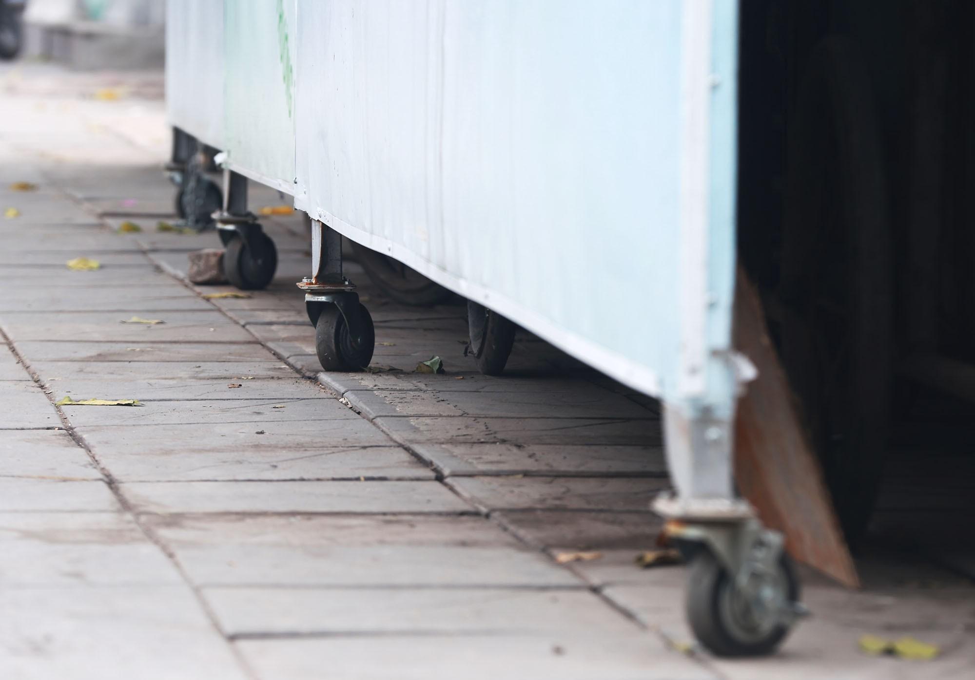 Hà Nội: Nhiều tuyến đường trang bị nhà ở di động cho xe đẩy rác - Ảnh 5.