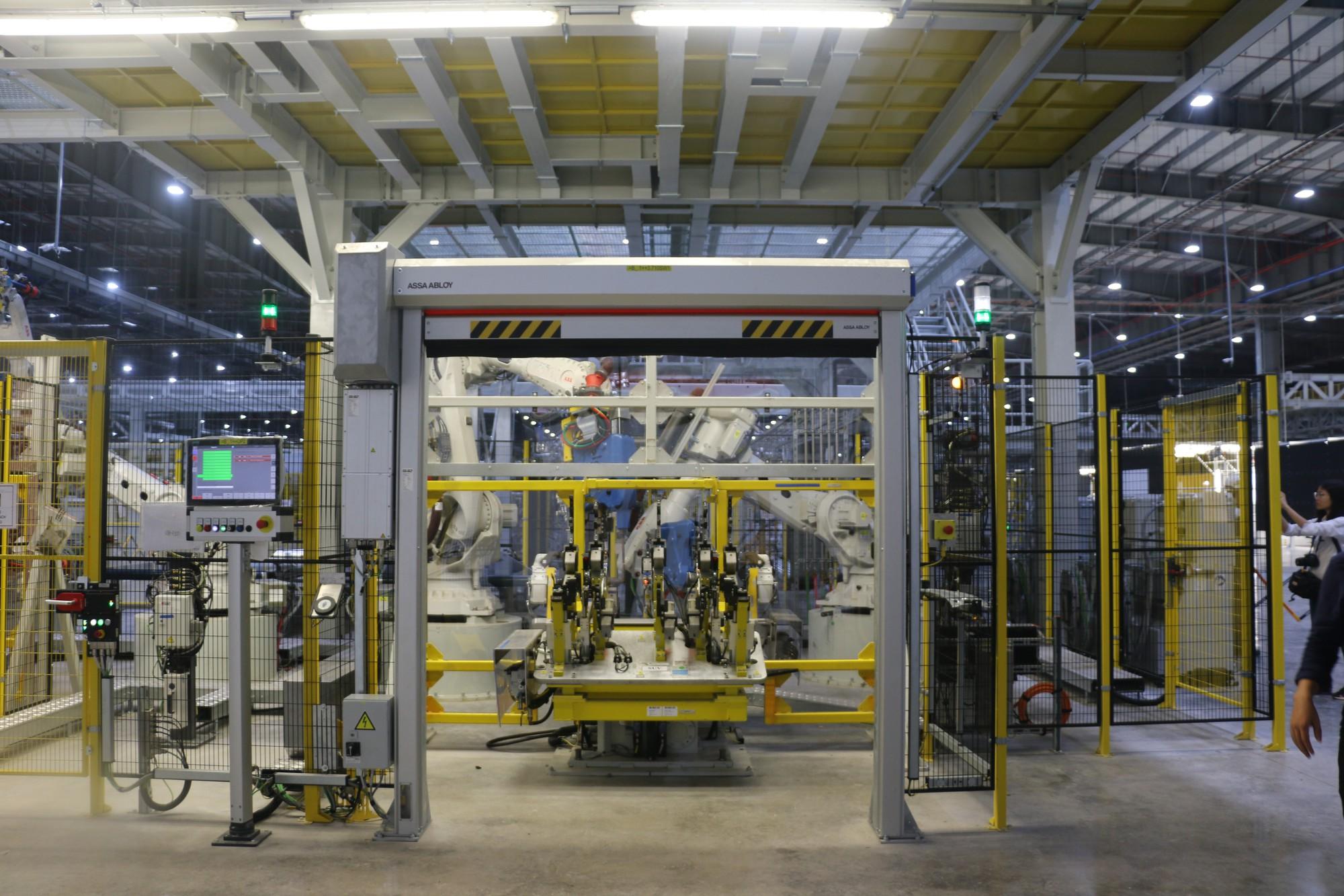 Xem quy trình lắp ráp ôtô VinFast trước ngày đi vào sản xuất thương mại - Ảnh 4.