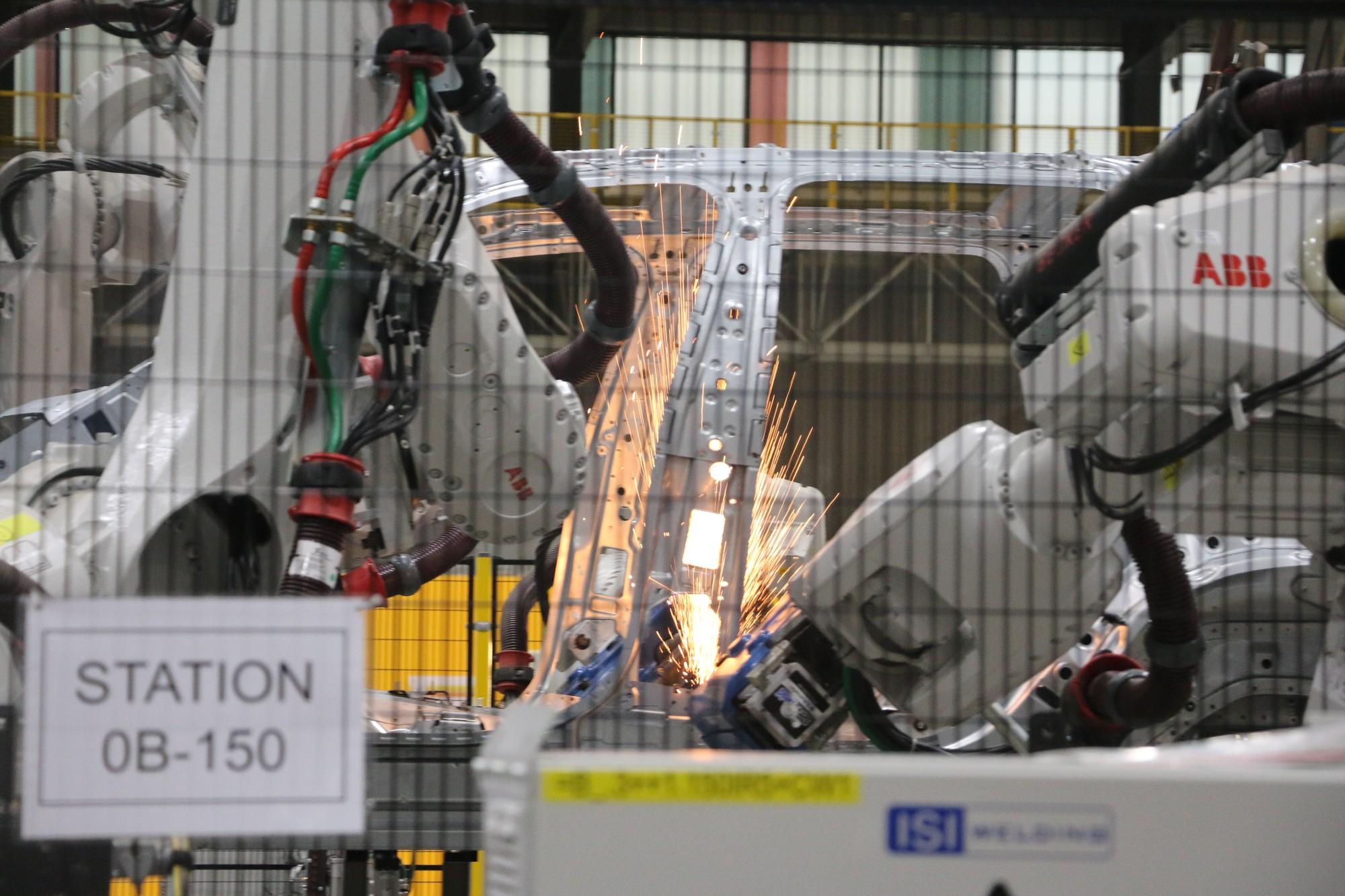 Xem quy trình lắp ráp ôtô VinFast trước ngày đi vào sản xuất thương mại - Ảnh 7.