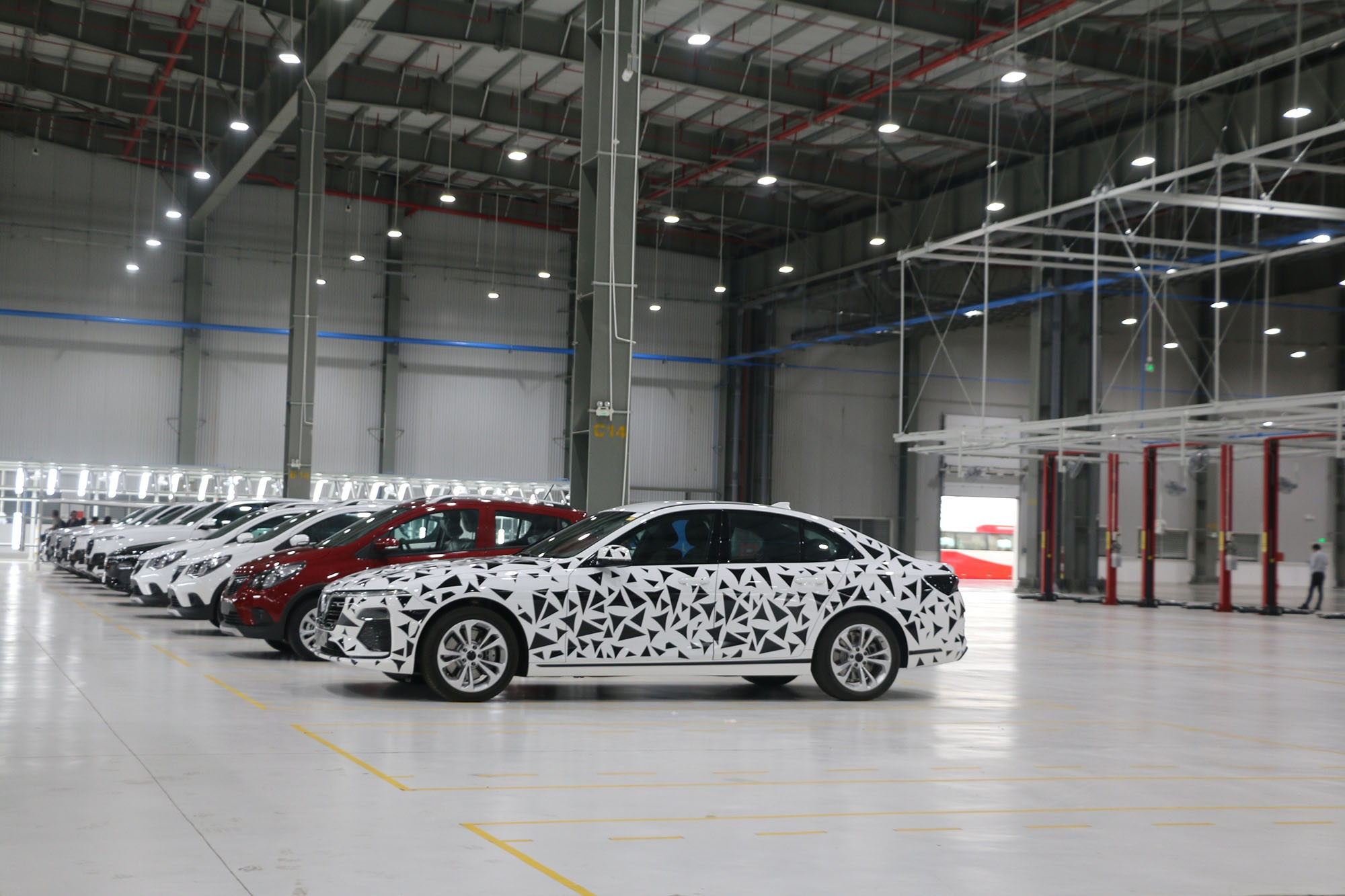 Xem quy trình lắp ráp ôtô VinFast trước ngày đi vào sản xuất thương mại - Ảnh 15.