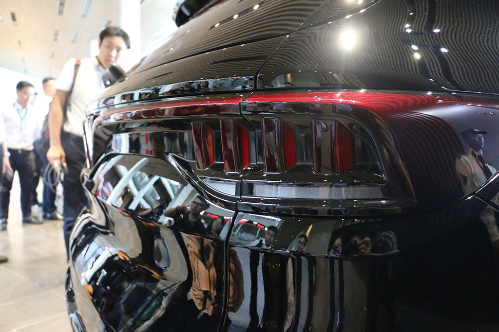 Cận cảnh chiếc LUX V8 tại nhà máy VinFast: Mẫu xe kì vọng phá kỉ lục trong dòng SUV - Ảnh 6.