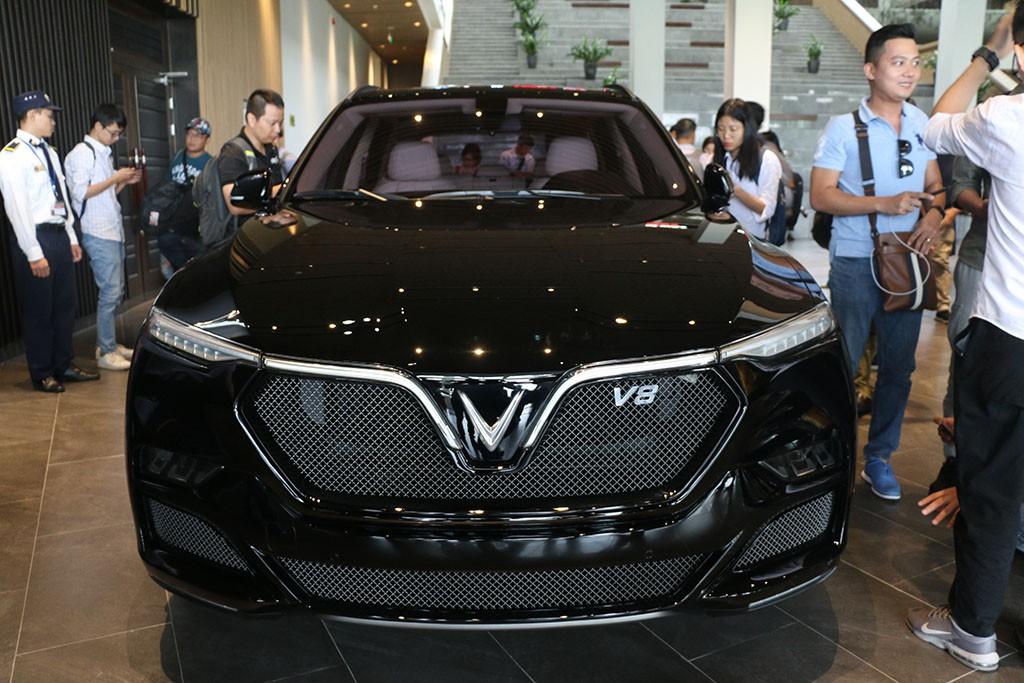 Cận cảnh chiếc LUX V8 tại nhà máy VinFast: Mẫu xe kì vọng phá kỉ lục trong dòng SUV - Ảnh 1.