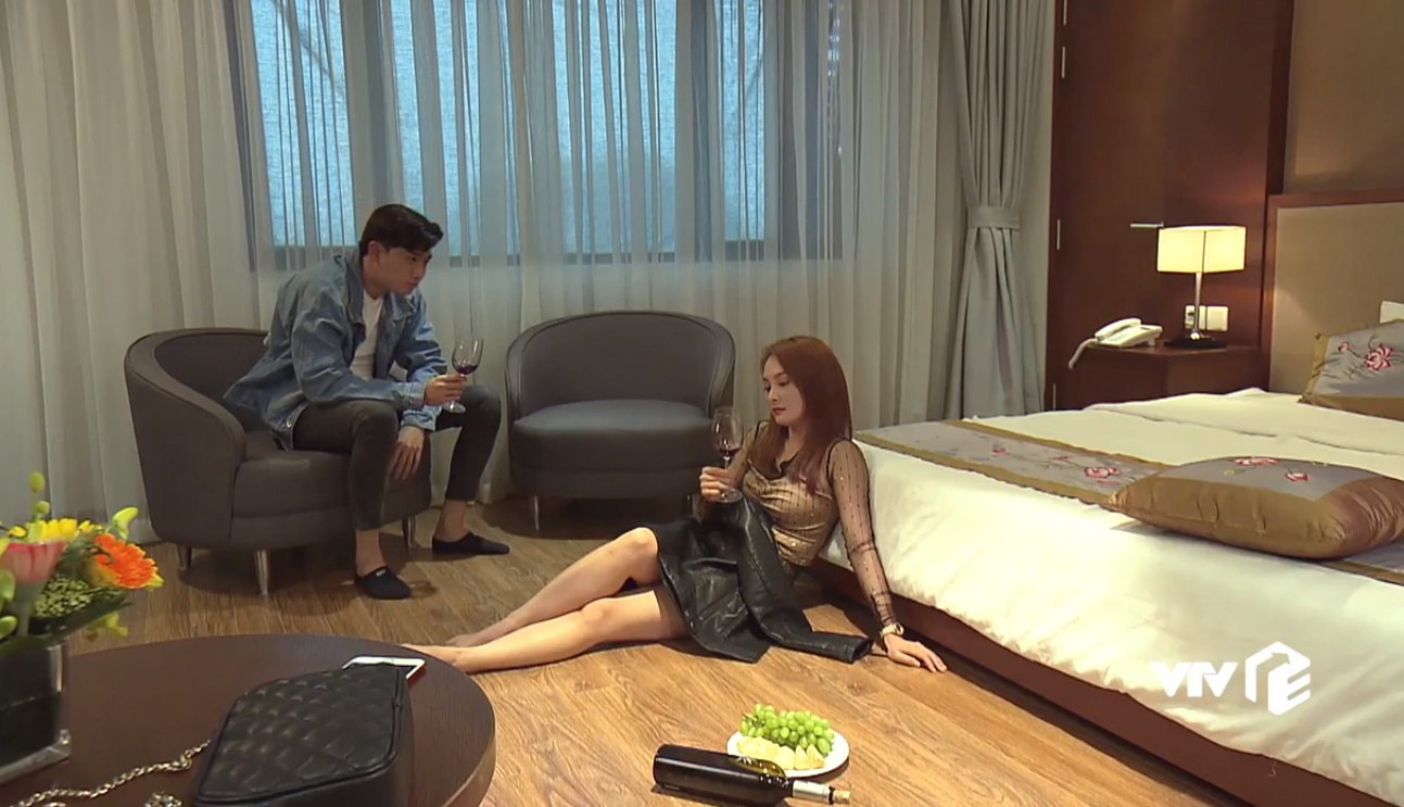Về nhà đi con tập 22: Vũ ngỡ ngàng biết Thư còn trong trắng, Dương bỏ thi để kiếm tiền giúp chị trả nợ - Ảnh 1.