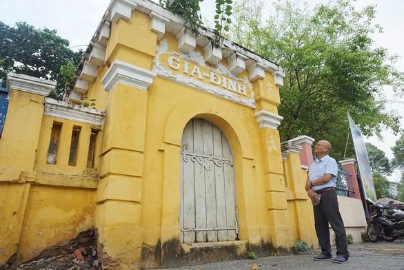 Bí ẩn gốc tích chiếc cổng Gia Định giữa lòng Sài Gòn - Ảnh 1.