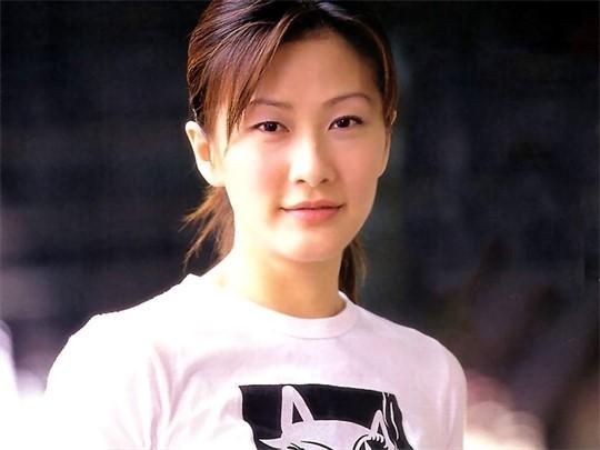 Thị Hậu TVB Trần Tuệ San: 2 lần lên xe hoa, oằn mình nuôi gia đình khi chồng đại gia phá sản - Ảnh 2.