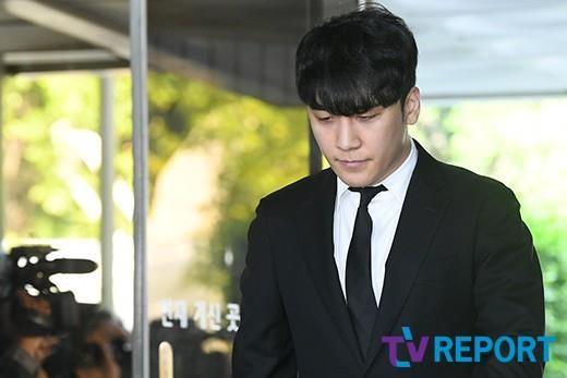 Seungri bị trói và còng tay khi rời tòa án, có thể ở tù 2 - 3 năm - Ảnh 3.