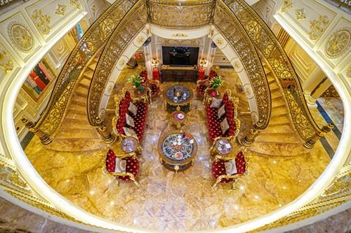 Cuộc sống trong những lâu đài rộng cả ngàn m2, trị giá trăm tỉ đồng của đại gia Việt - Ảnh 3.