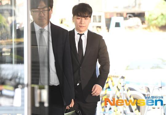 Seungri bị trói và còng tay khi rời tòa án, có thể ở tù 2 - 3 năm - Ảnh 5.