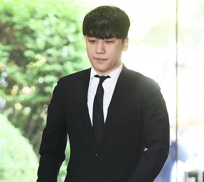 Seungri bị trói và còng tay khi rời tòa án, có thể ở tù 2 - 3 năm - Ảnh 7.