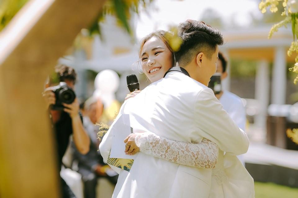 Lễ nguyện thề hạnh phúc của cặp đồng tính nữ Yun Bin và Tú Tri - Ảnh 11.