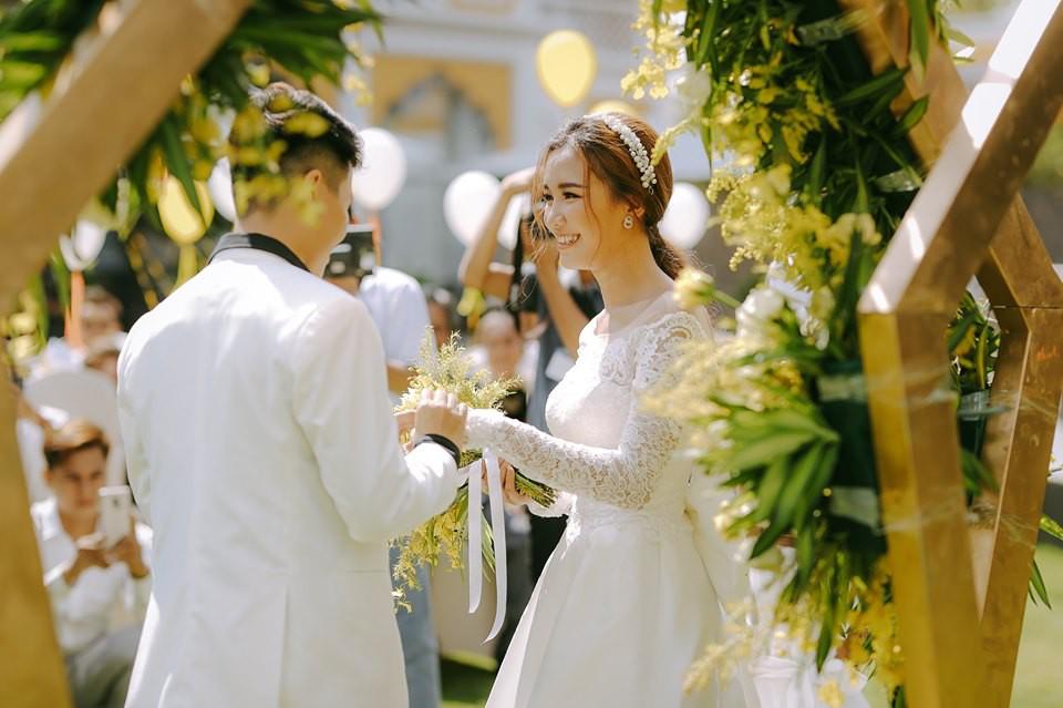 Lễ nguyện thề hạnh phúc của cặp đồng tính nữ Yun Bin và Tú Tri - Ảnh 9.