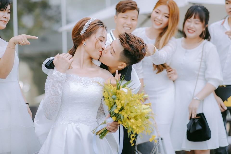 Lễ nguyện thề hạnh phúc của cặp đồng tính nữ Yun Bin và Tú Tri - Ảnh 2.