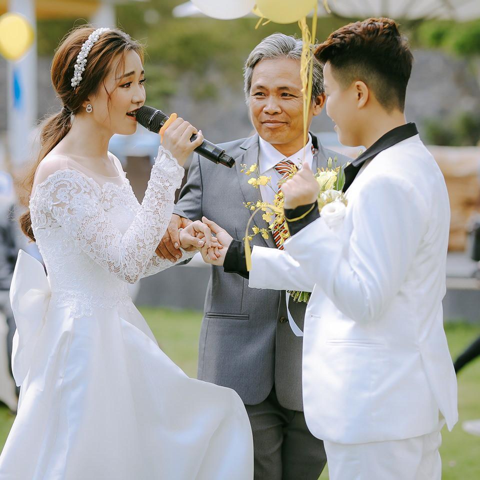 Lễ nguyện thề hạnh phúc của cặp đồng tính nữ Yun Bin và Tú Tri - Ảnh 4.