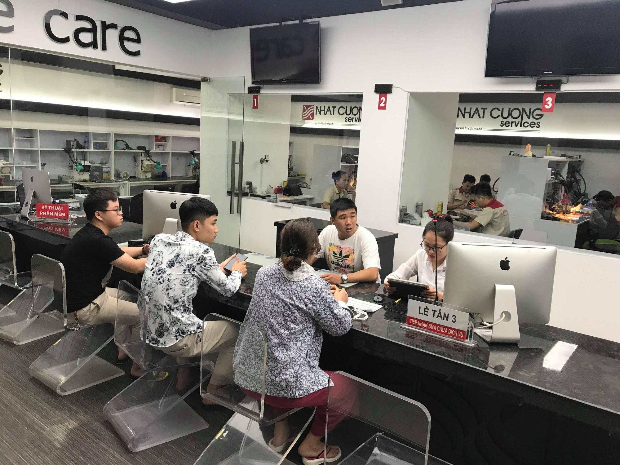 Nhật Cường mobile bất ngờ hé cửa đón khách - Ảnh 3.