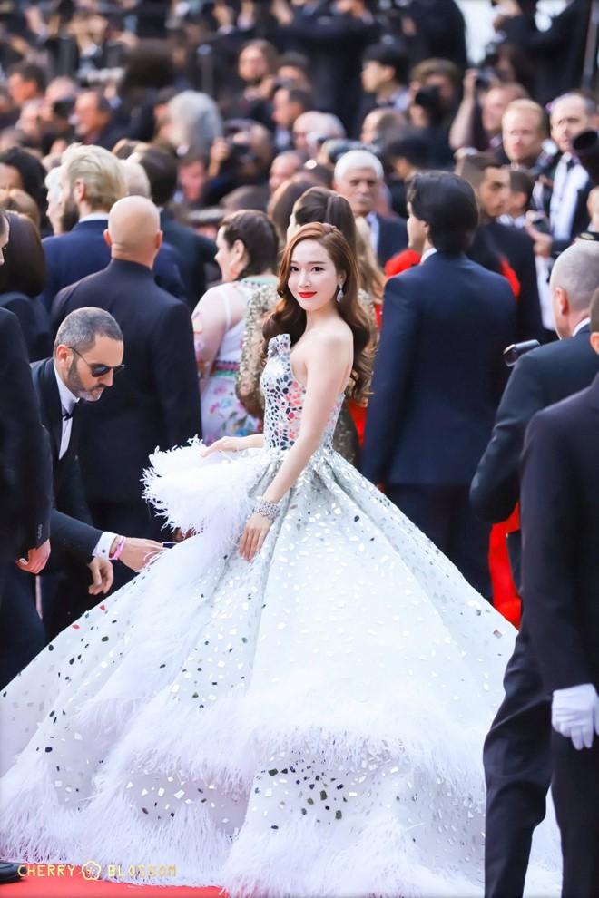 Thảm đỏ LHP Cannes 2019: Màn chặt chém váy áo của những siêu sao quốc tế  - Ảnh 6.