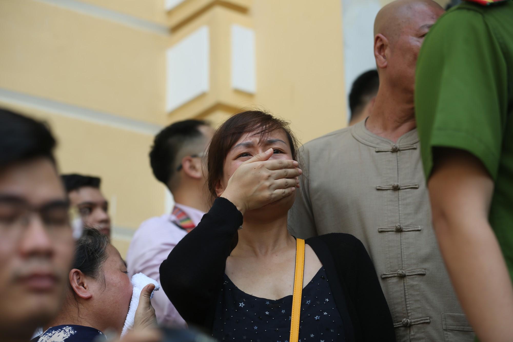 Trả hồ sơ vụ Văn Kính Dương: Người bật khóc, người vui mừng vì chưa phải chứng kiến cảnh con bị tuyên án tử - Ảnh 1.