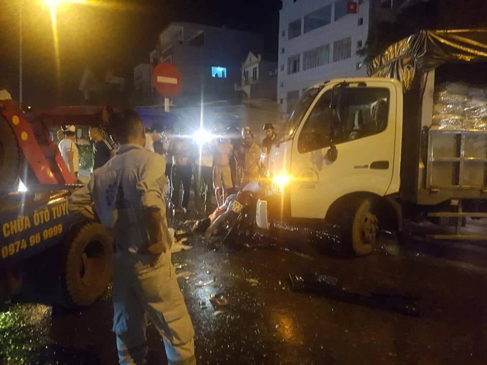 Hưng Yên: Tai nạn bất ngờ, người phụ nữ chở 3 cháu bé sau xe tử vong - Ảnh 1.