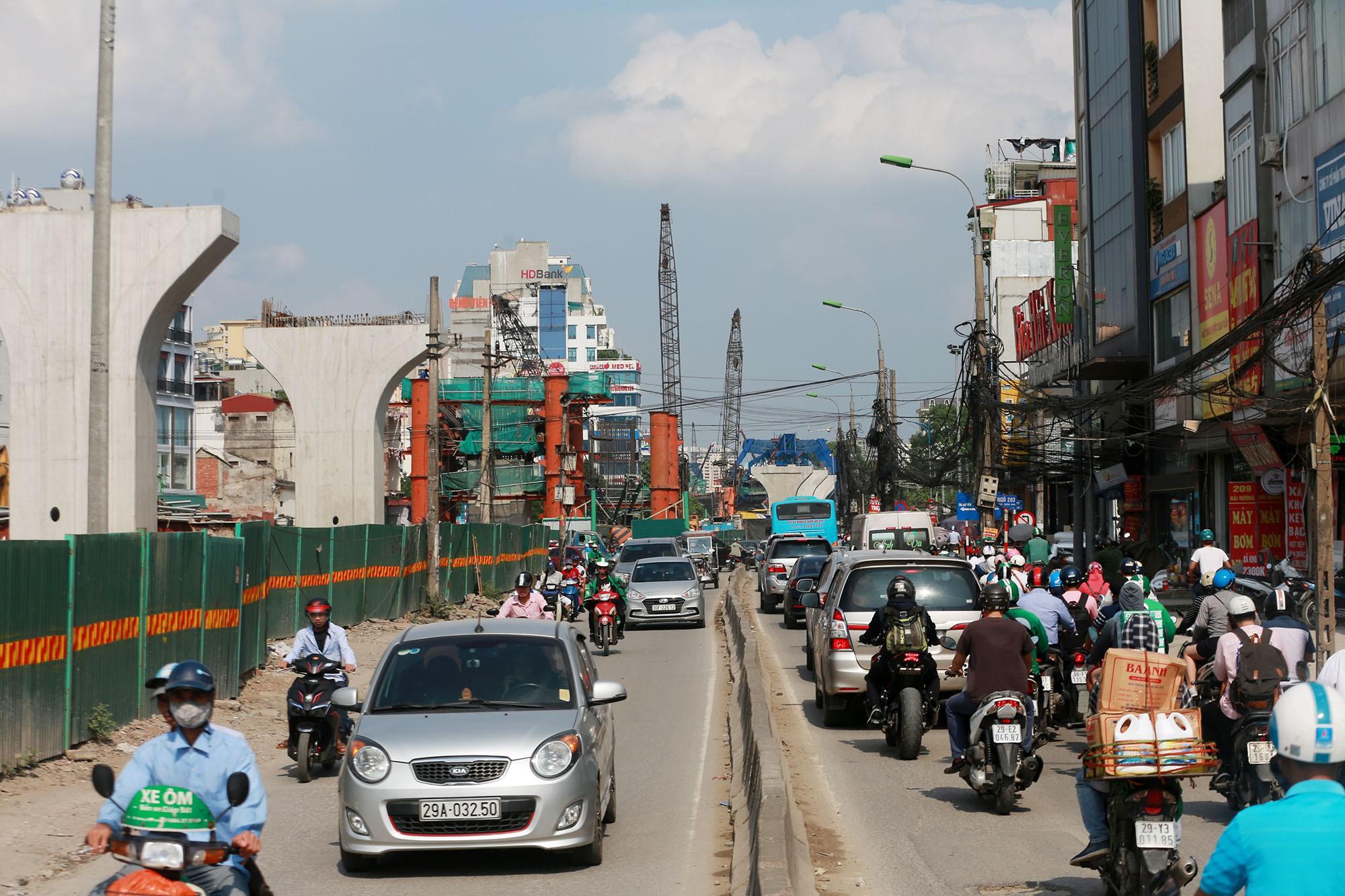 Hà Nội: Rác thải vứt bừa bãi dưới chân công trường đường vành đai 2 - Ảnh 12.