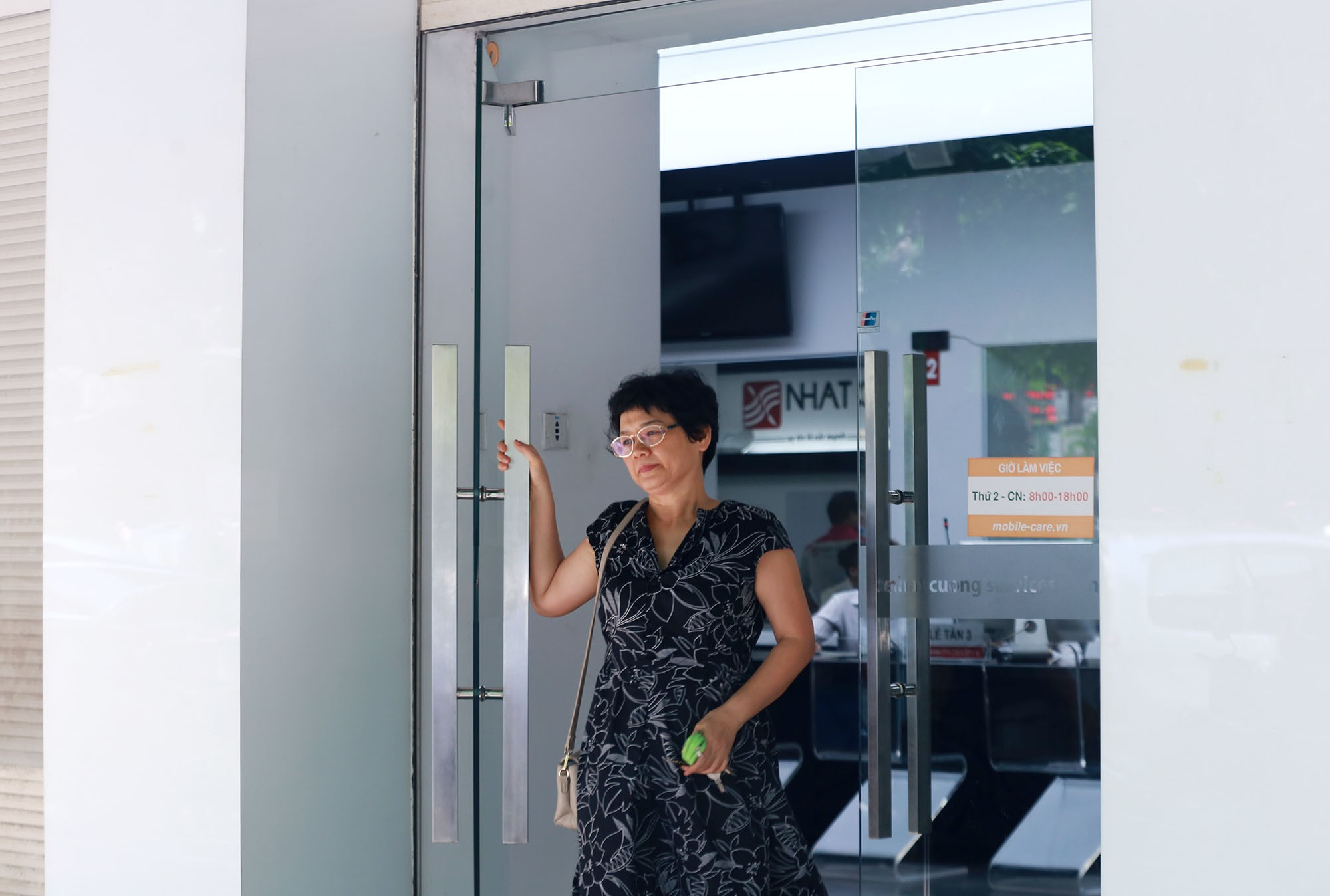 Trung tâm bảo hành Nhật Cường Mobile vẫn đón khách sau khi ông chủ bị khởi tố - Ảnh 6.
