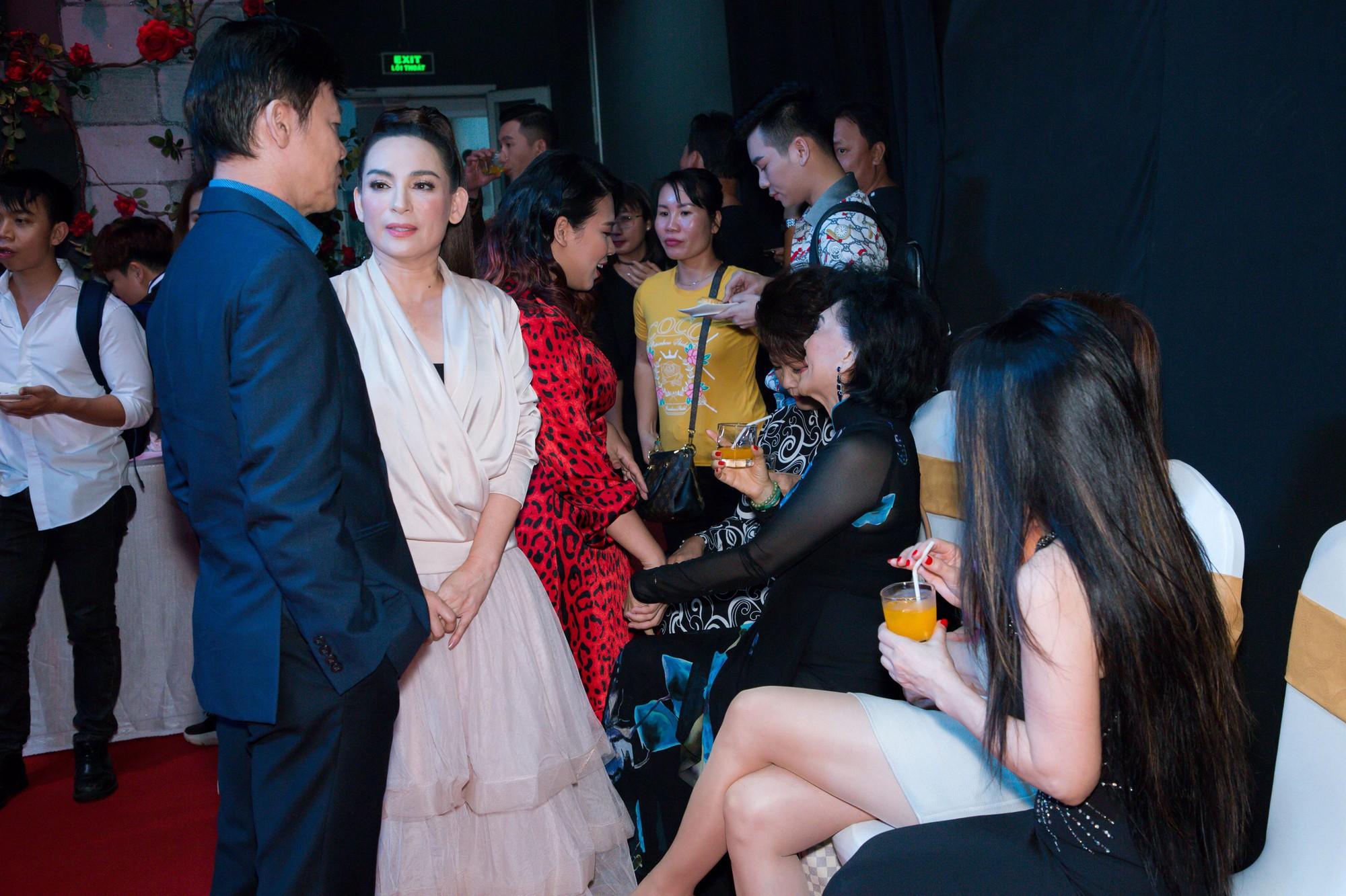 Từng thề không nhìn mặt, Phi Nhung nói gì khi ngồi ghế nóng cùng danh ca Phương Dung? - Ảnh 4.