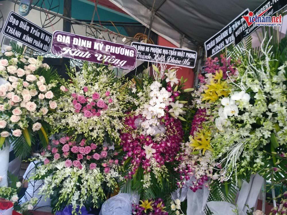 NSND Hồng Vân đến viếng mẹ nghệ sĩ Thành Lộc  - Ảnh 10.