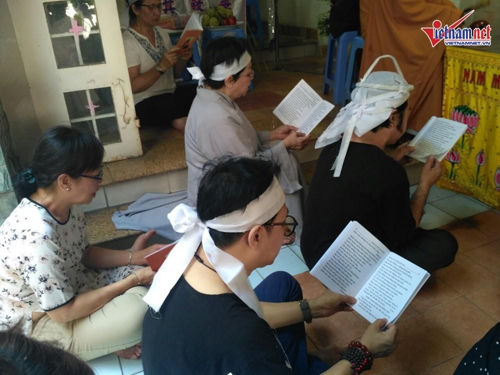 NSND Hồng Vân đến viếng mẹ nghệ sĩ Thành Lộc  - Ảnh 4.