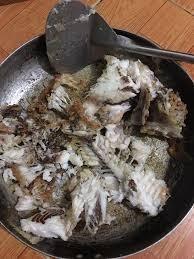 Cười sặc nước với thảm họa rán cá của hội chị em vụng thối vụng nát - Ảnh 7.