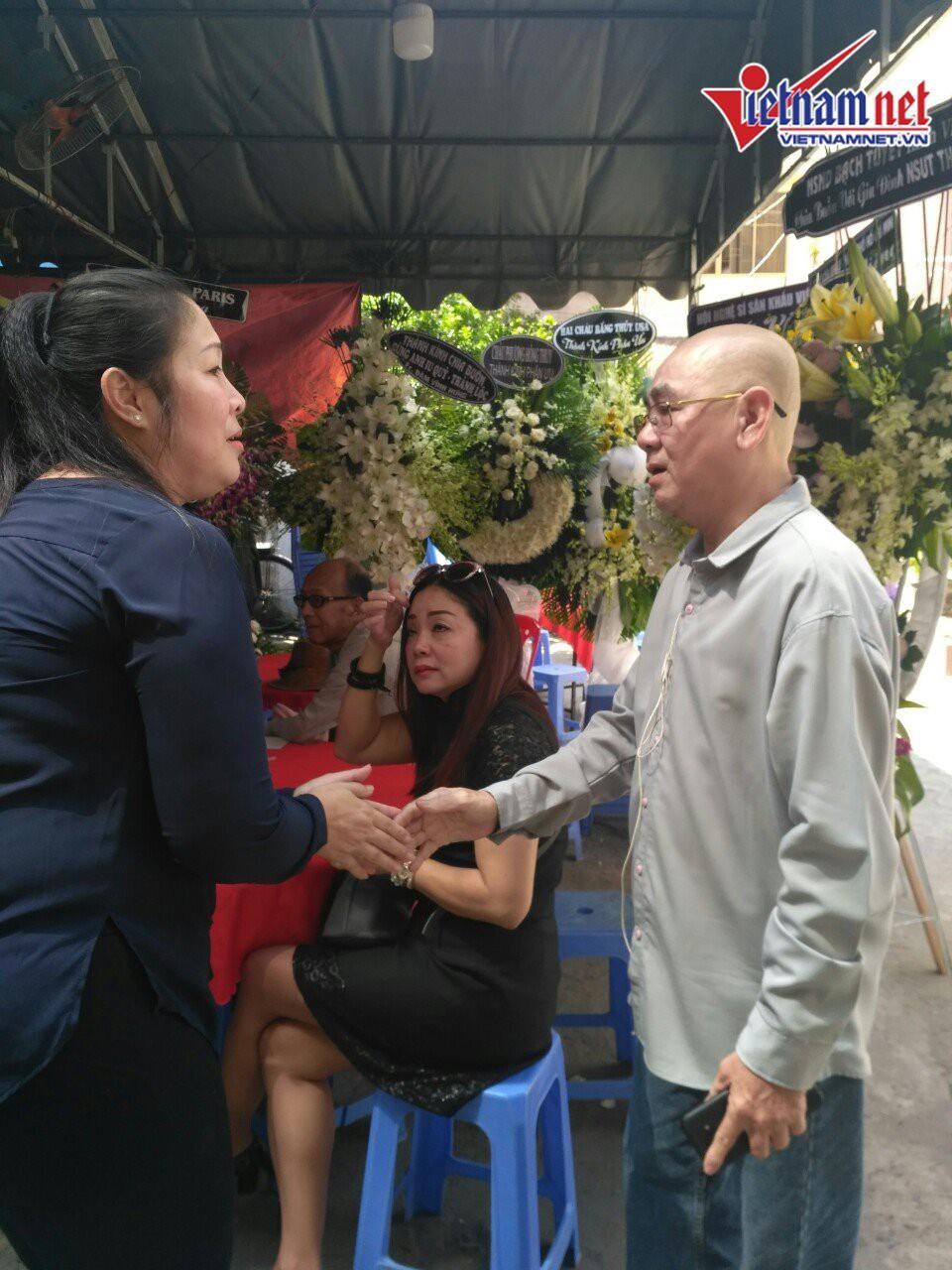 NSND Hồng Vân đến viếng mẹ nghệ sĩ Thành Lộc  - Ảnh 7.