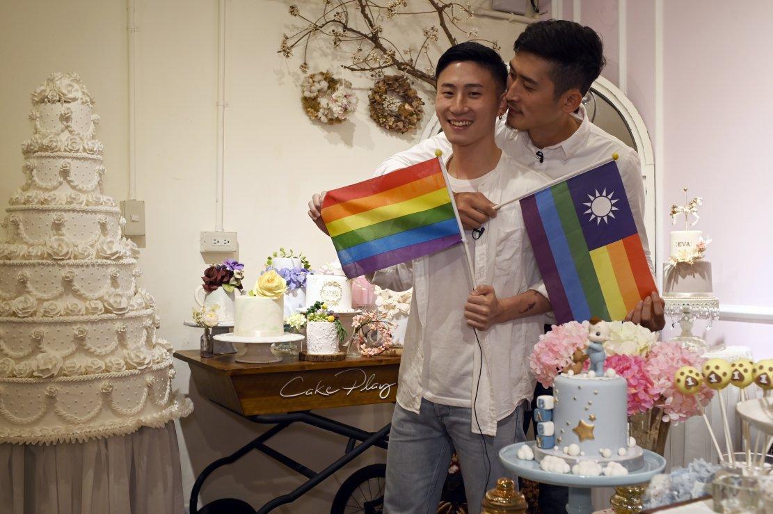 Cộng đồng LGBT thế giới hôm nay (16/5): Cặp đồng tính Đài Loan (Trung Quốc) vẫn lên kế hoạch cho đám cưới ngay cả khi luật pháp chưa quyết định cụ thể - Ảnh 4.