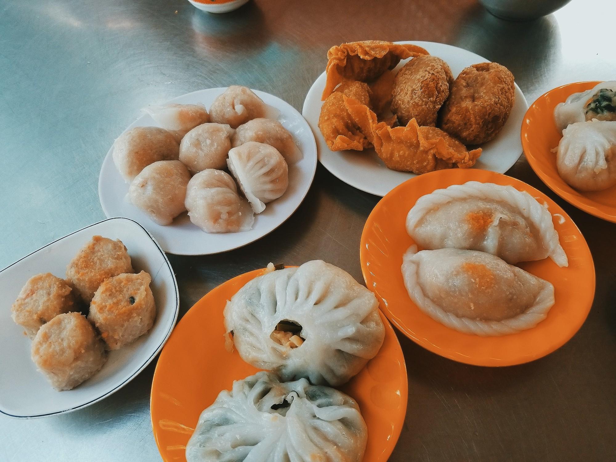 Tận hưởng bữa sáng theo cách riêng rất lạ của người Sài Gòn - Ảnh 7.