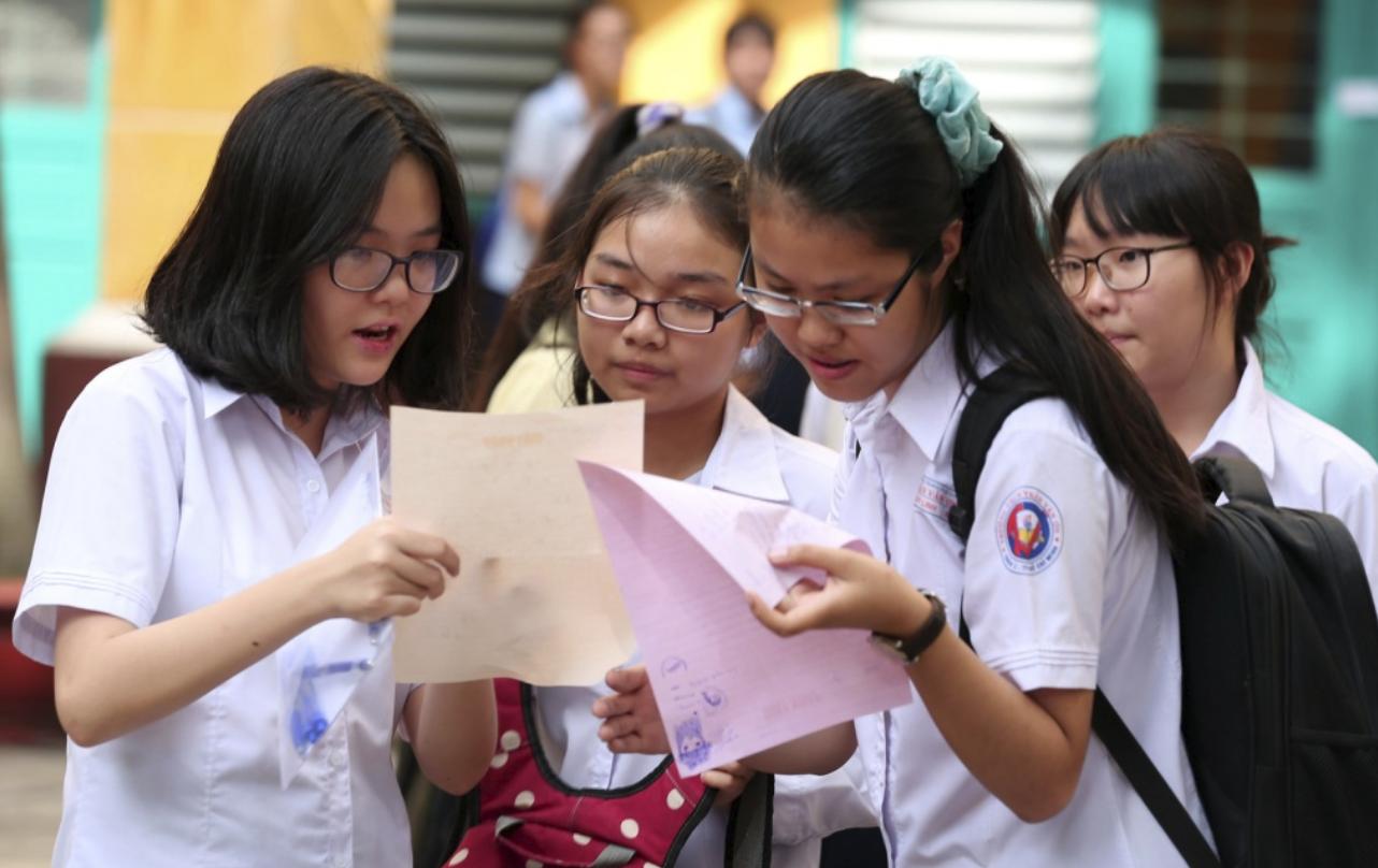 Thi lớp 10 ở Đà Nẵng: Phụ huynh bức xúc vì bỏ môn Ngoại ngữ, thay đổi qui định chóng mặt - Ảnh 1.
