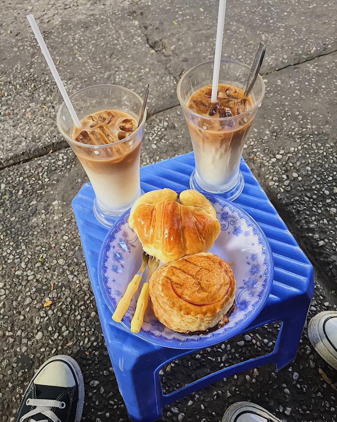 Tận hưởng bữa sáng theo cách riêng rất lạ của người Sài Gòn - Ảnh 5.