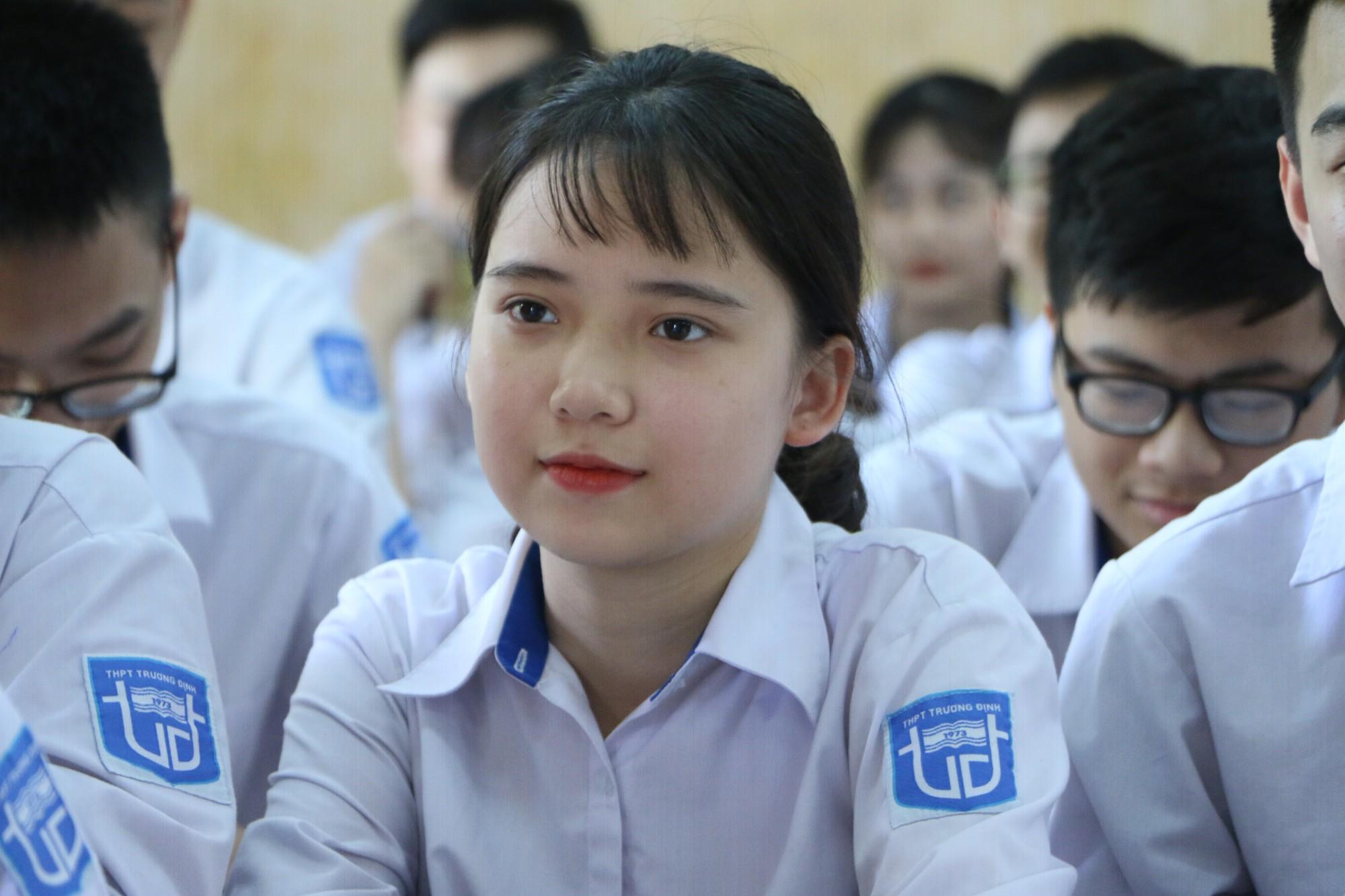 Hà Nội dự kiến tăng mức học phí với học sinh mầm non và THPT từ năm 2019 - Ảnh 1.