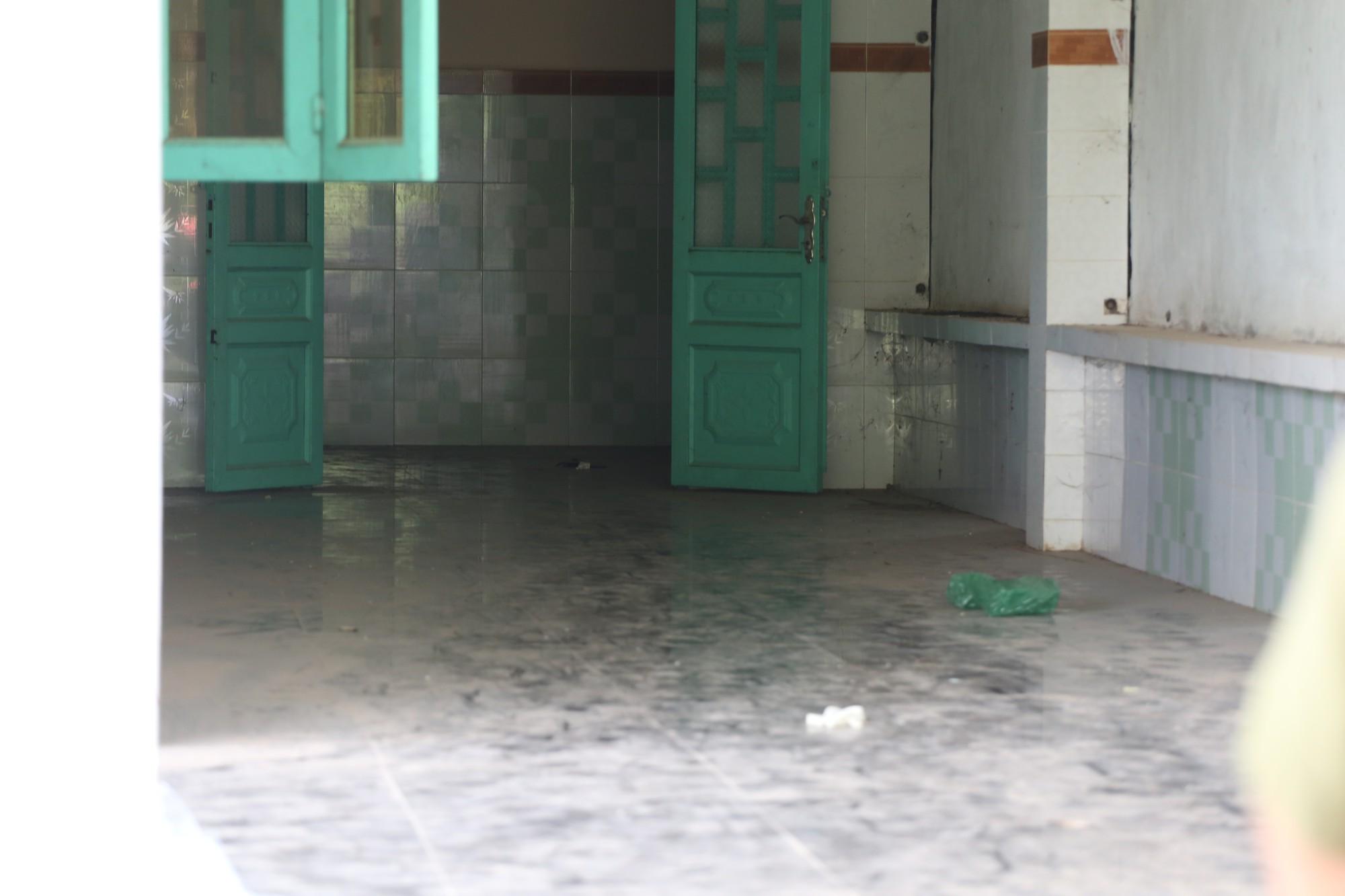 Ai là người thuê ngôi nhà trước khi phát hiện hai thi thể bị đổ bê tông trong thùng nhựa? - Ảnh 3.