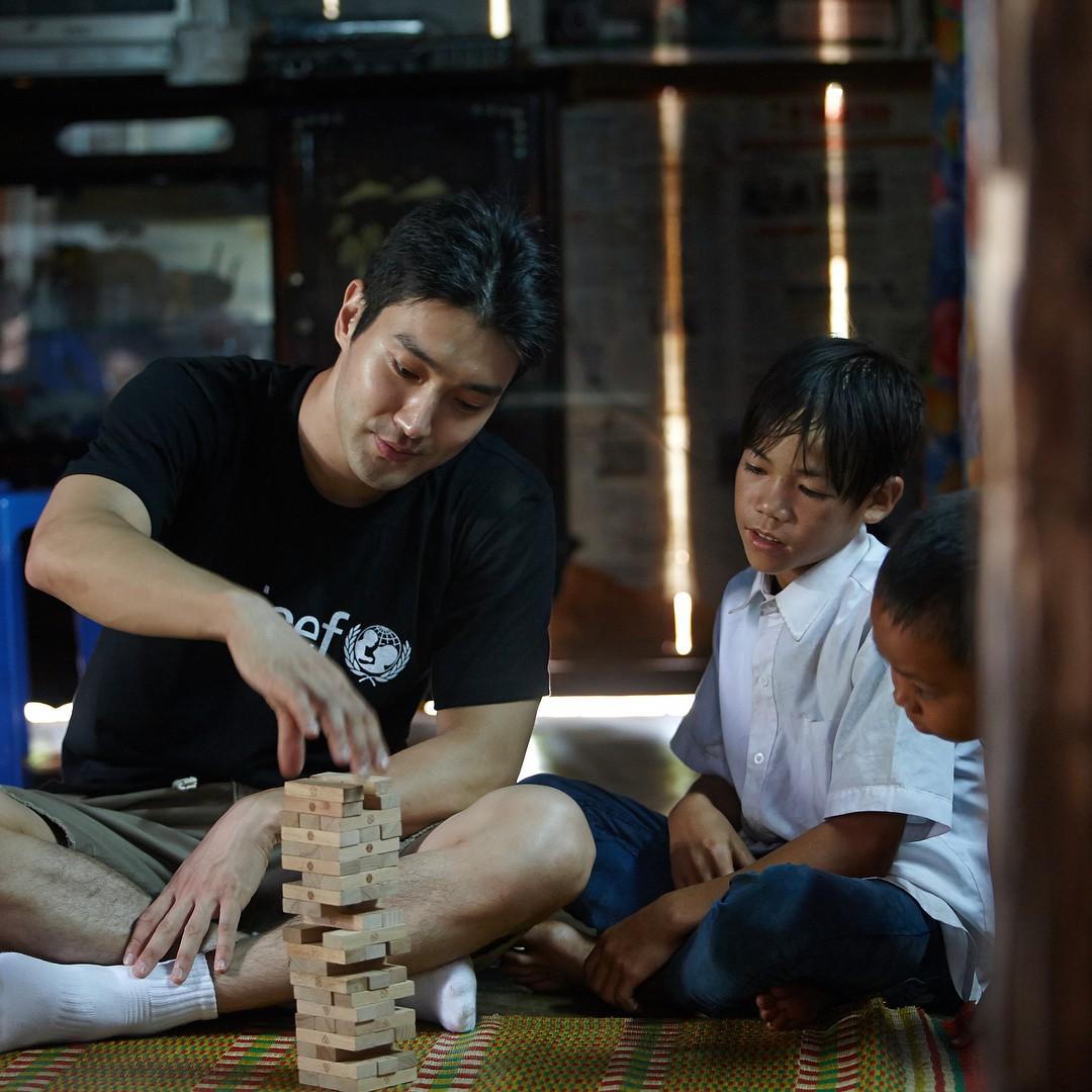 Ca sĩ Choi Siwon: Hoàng tử đời thật với xuất thân hoàng gia, sở hữu gia tài khủng đứng thứ 2 làng giải trí Hàn - Ảnh 12.