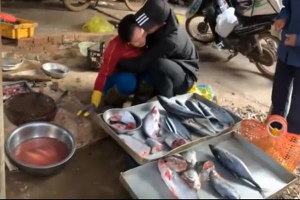 Clip chàng trai Đắk Lắk gặp mẹ bán cá sau 3 năm đi Nhật hút triệu view - Ảnh 1.