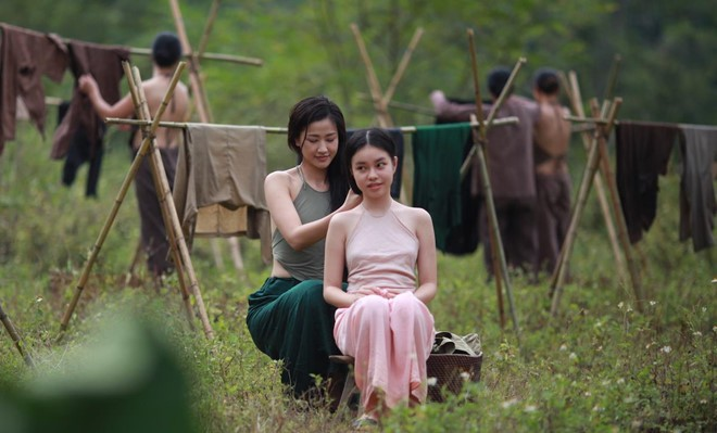 Đạo diễn lên tiếng khi để cô bé 13 tuổi đóng cảnh nóng trong Vợ ba - Ảnh 2.
