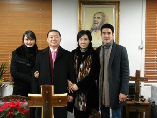 Ca sĩ Choi Siwon: Hoàng tử đời thật với xuất thân hoàng gia, sở hữu gia tài khủng đứng thứ 2 làng giải trí Hàn - Ảnh 2.
