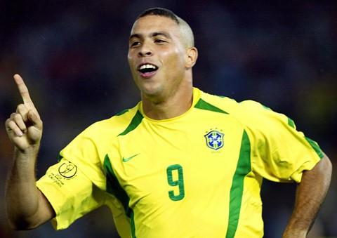 Ronaldo đứng sau Messi ở top cầu thủ vĩ đại 25 năm qua - Ảnh 7.
