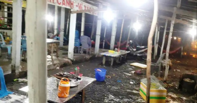 Khởi tố nhóm côn đồ đập phá quán ăn chặt chém ở Bến Lức - Ảnh 1.