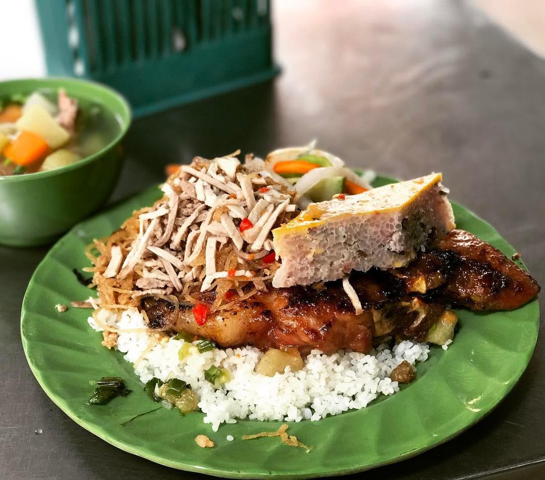 Tận hưởng bữa sáng theo cách riêng rất lạ của người Sài Gòn - Ảnh 1.