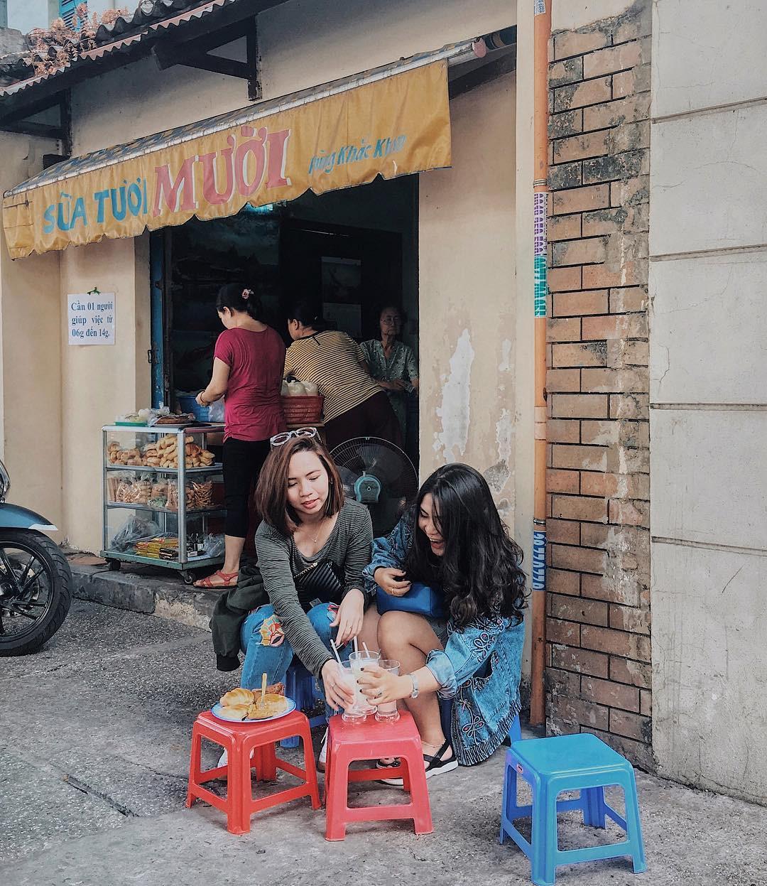 Tận hưởng bữa sáng theo cách riêng rất lạ của người Sài Gòn - Ảnh 6.