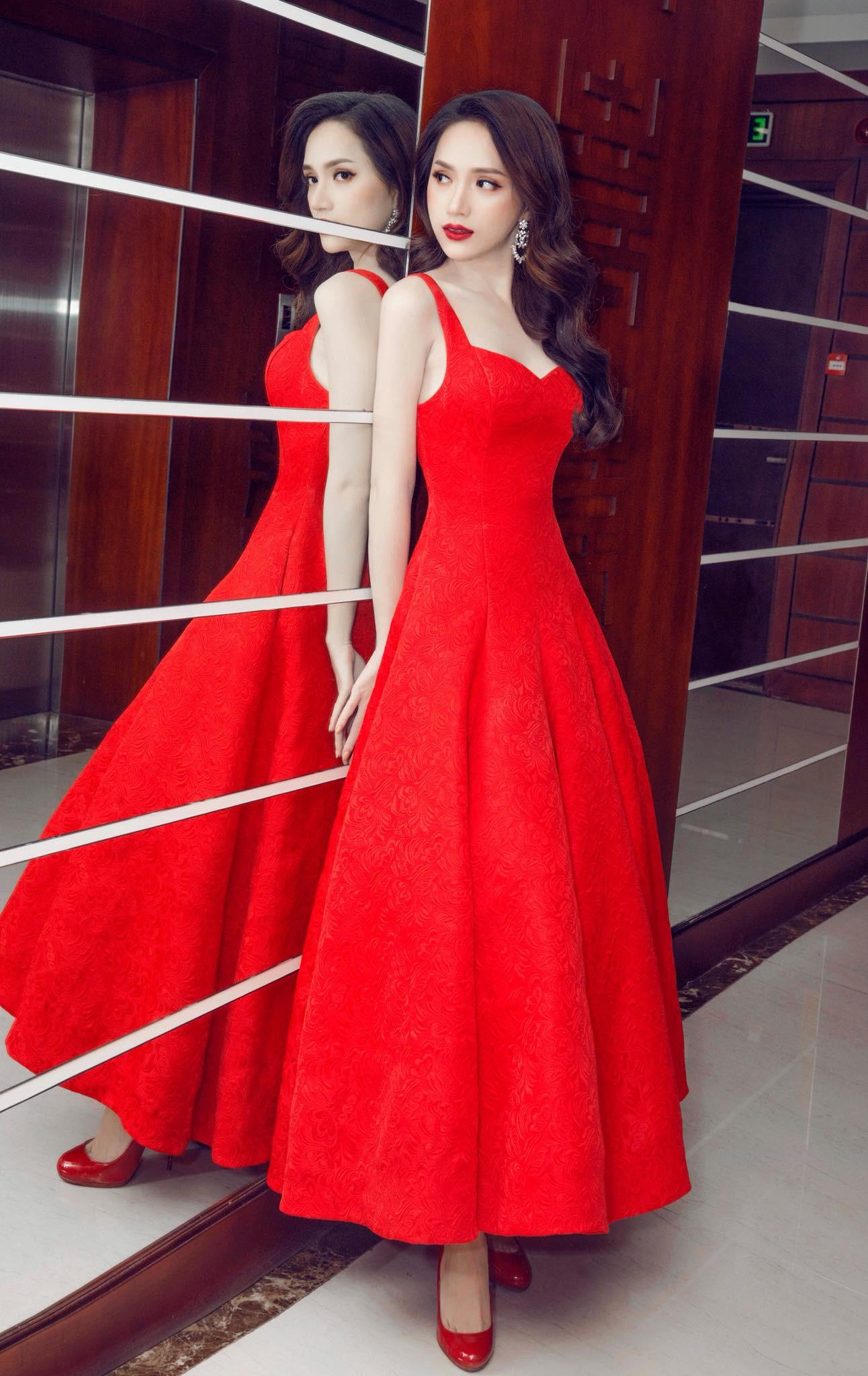 Những chiếc váy giúp Hoa hậu Hương Giang nâng tầm đẳng cấp  - Ảnh 3.
