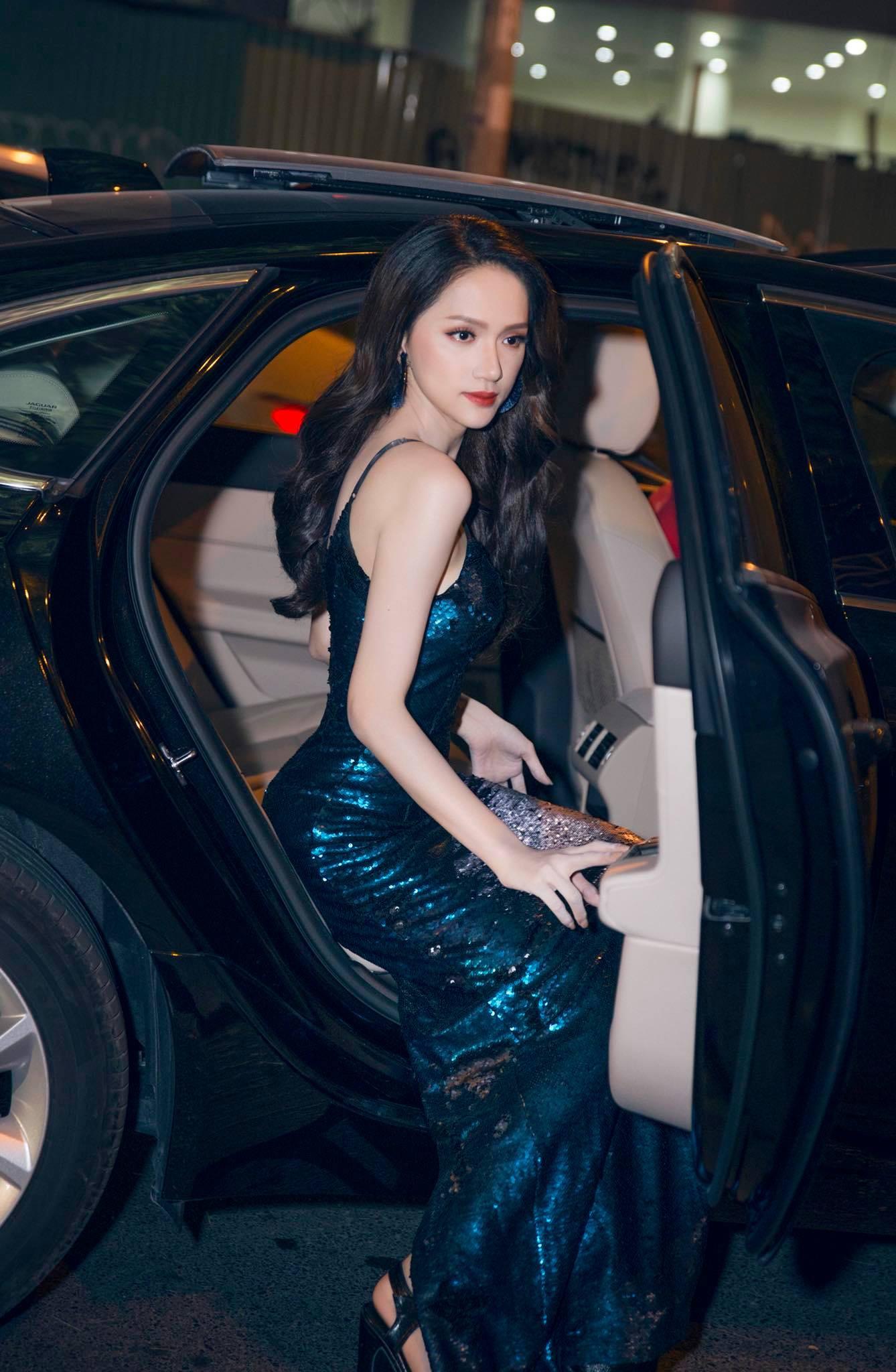 Những chiếc váy giúp Hoa hậu Hương Giang nâng tầm đẳng cấp  - Ảnh 4.