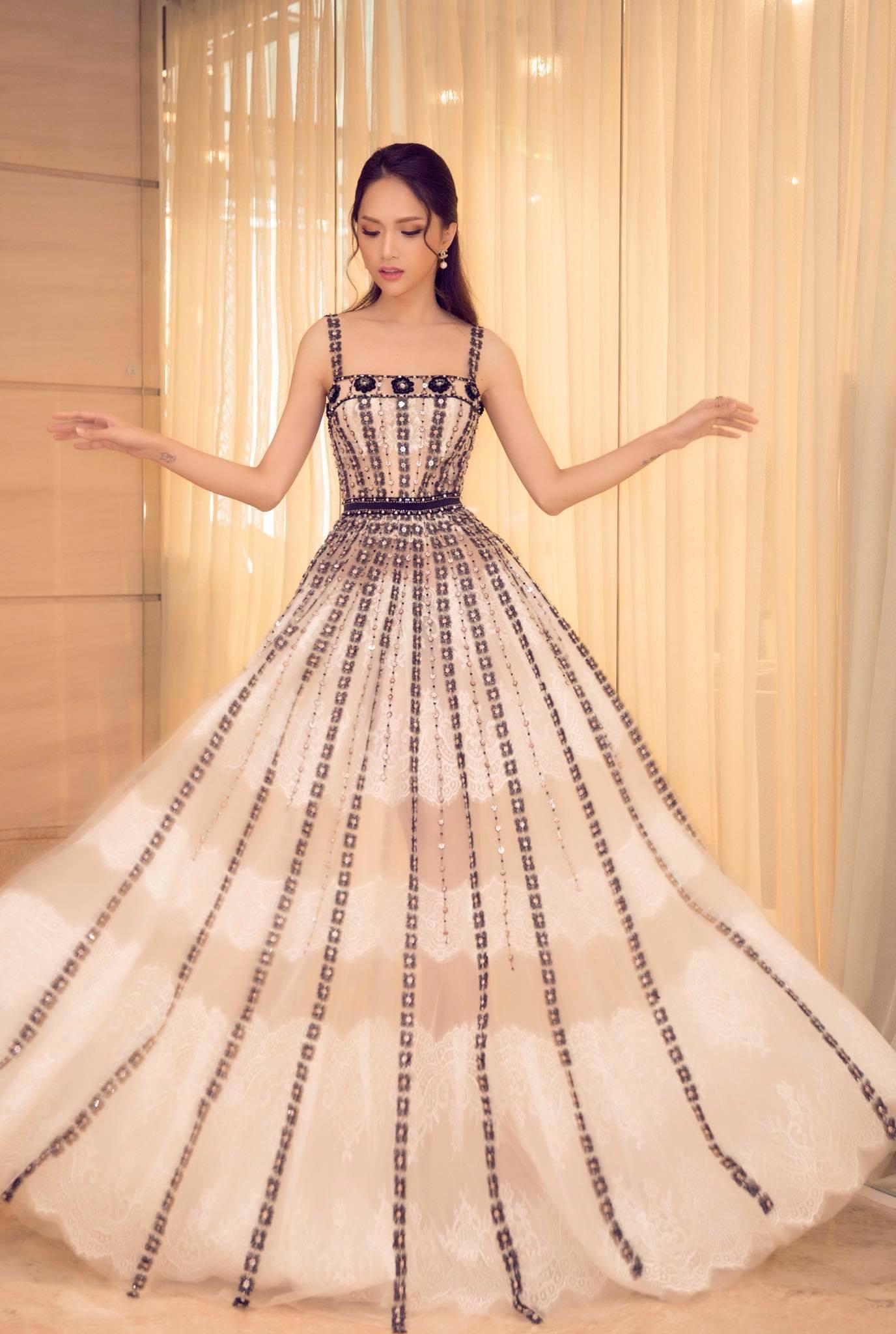 Những chiếc váy giúp Hoa hậu Hương Giang nâng tầm đẳng cấp  - Ảnh 11.