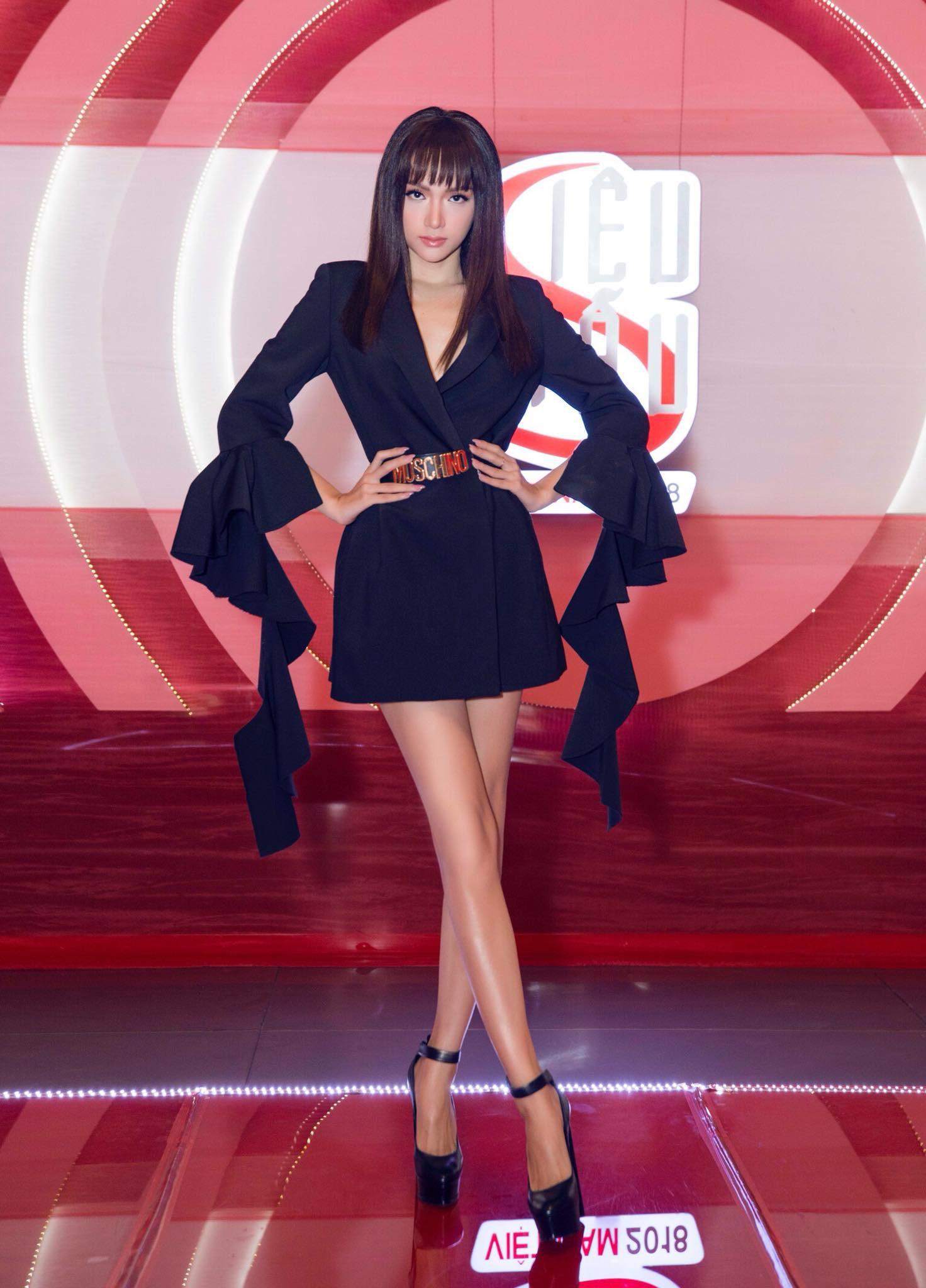 Những chiếc váy giúp Hoa hậu Hương Giang nâng tầm đẳng cấp  - Ảnh 9.