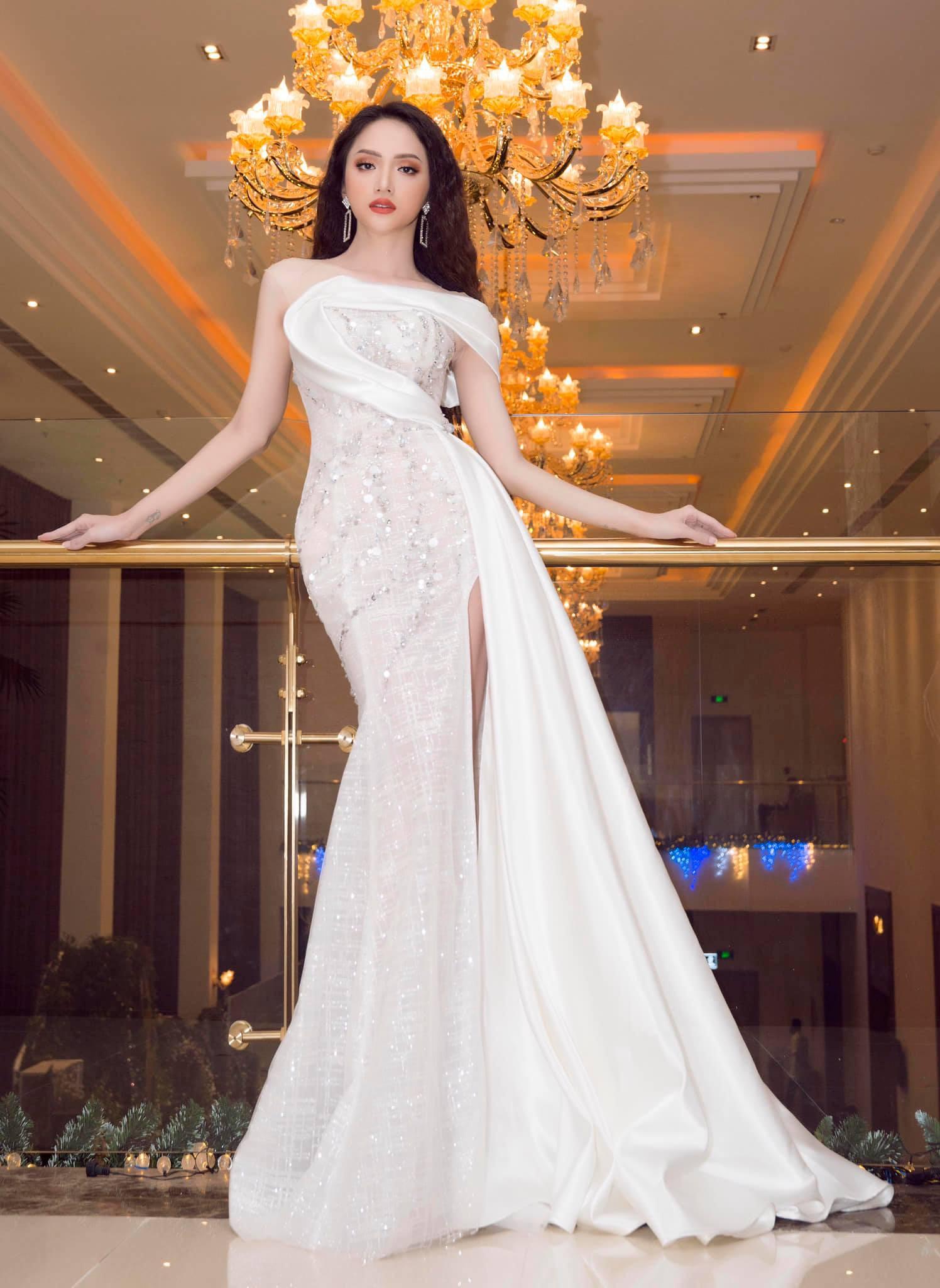Những chiếc váy giúp Hoa hậu Hương Giang nâng tầm đẳng cấp  - Ảnh 13.