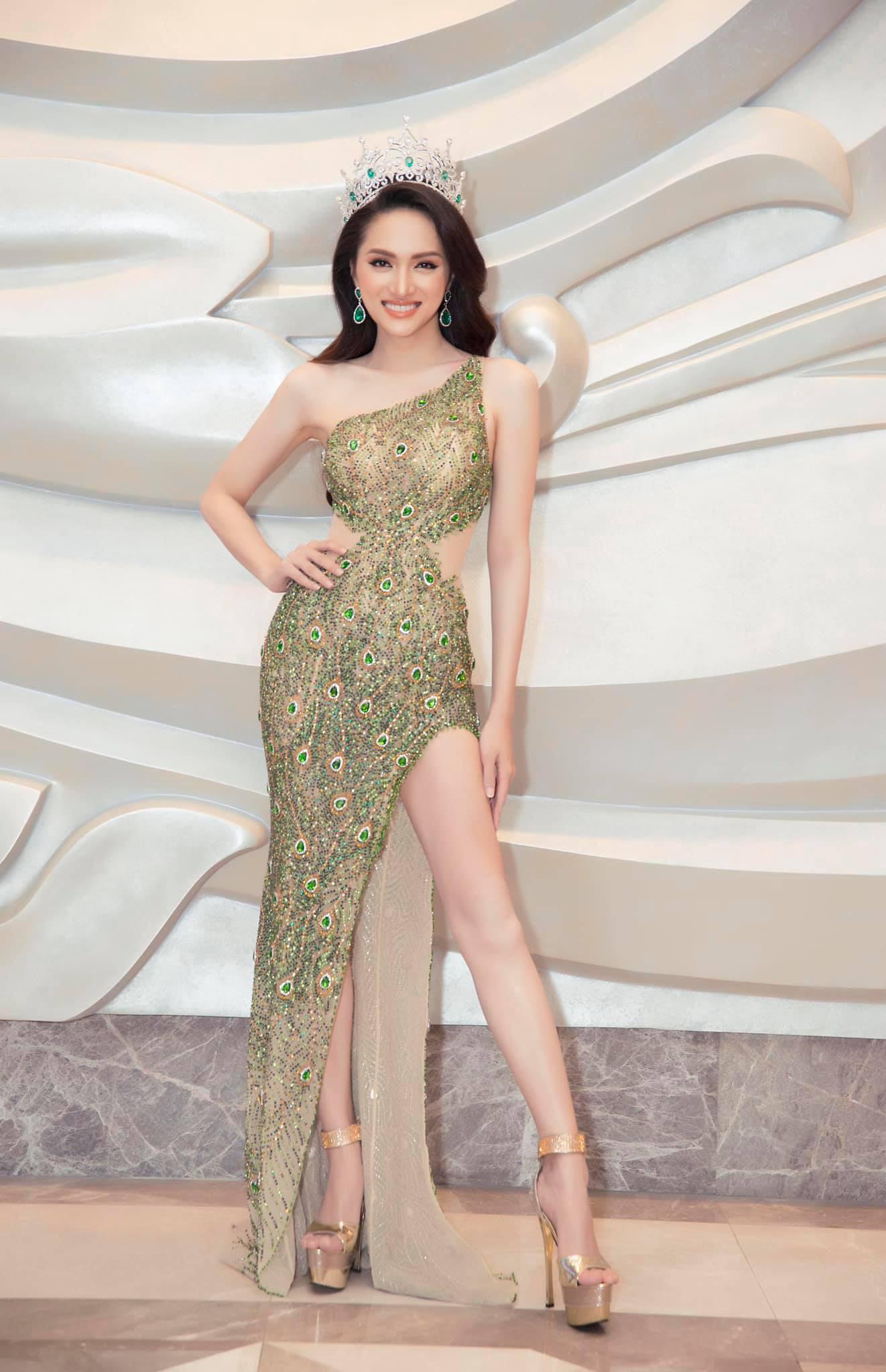 Những chiếc váy giúp Hoa hậu Hương Giang nâng tầm đẳng cấp  - Ảnh 12.