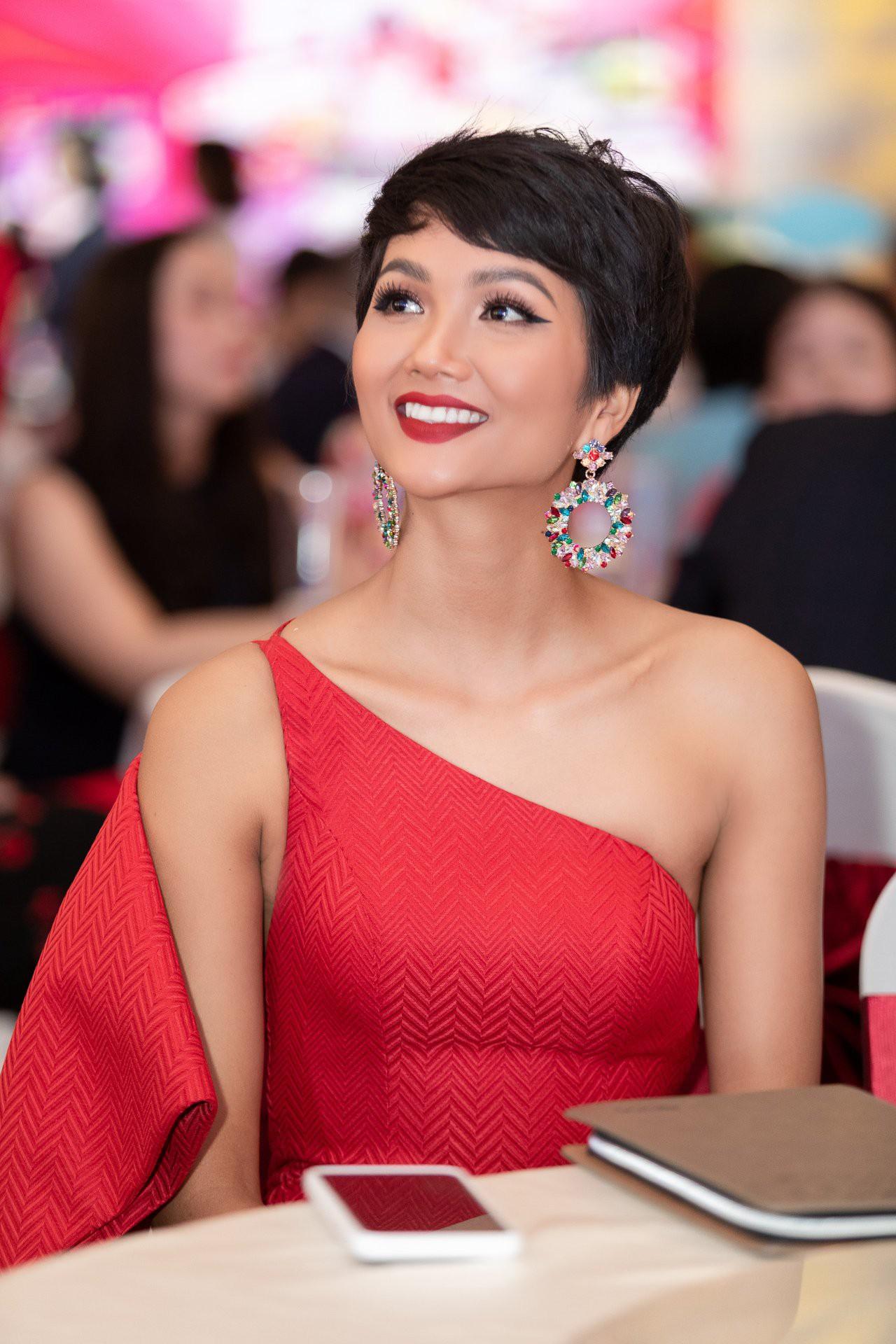 Đi tìm kiểu tóc phù hợp với gương mặt và phong cách của HHen Niê - Ảnh 3.